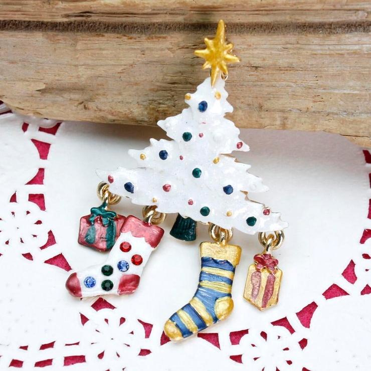 再入荷 クリスマス ホワイトツリーと靴下のブローチ | lunolumo | 詳細画像1